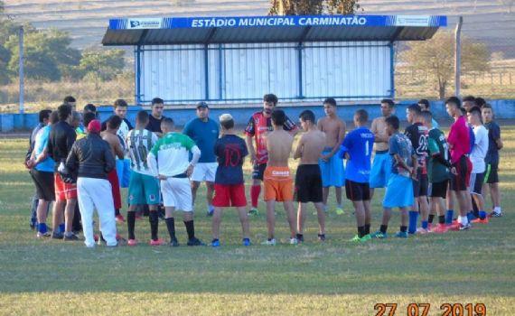 Seleção Itaquiraí de Futebol apresenta novo elenco em jogo-treino no Carminatão