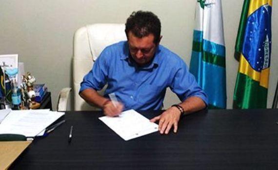 """Prefeito de Alcinópolis sanciona a Lei """"Laís Peres"""", que impede nomeação de condenados"""