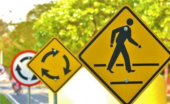 Implantação de sinalização de trânsito em Rochedo está na fase final