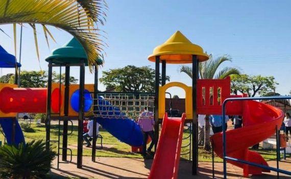 Parques infantis são adquiridos com recursos do Funles