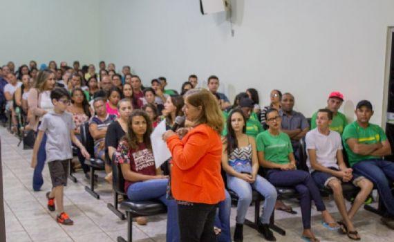 """Creas realiza palestra sobre combate a violência contra a mulher e lança campanha """"Agosto Lilás"""""""