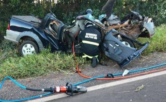 Motorista foge da polícia e capota veículo em Bela Vista