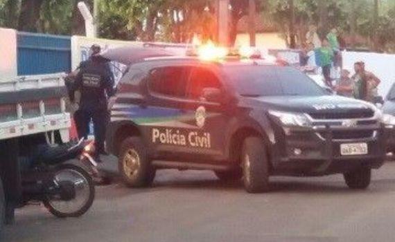 Minutos após cometerem roubo, bandidos são presos.