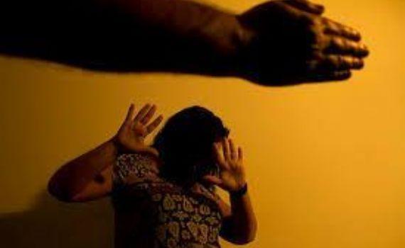 Grávida é arrastada pelos cabelos e agredida pelo marido