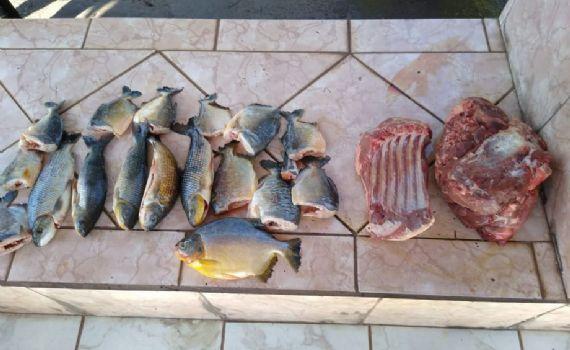Pescador é preso com carne de porco silvestre e pescado ilegal em ônibus de turismo