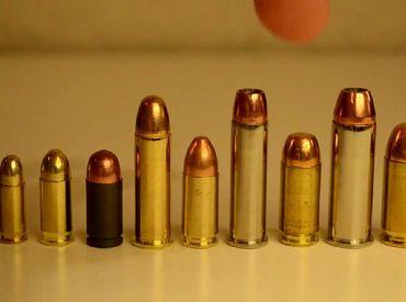 Rapaz é preso com mais de mil munições em casa depois de briga e perseguição policial