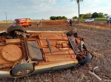 Motorista morre após carro sair da pista e capotar várias vezes