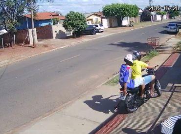 VÍDEO: Bandidos assaltam no bairro Pioneiros