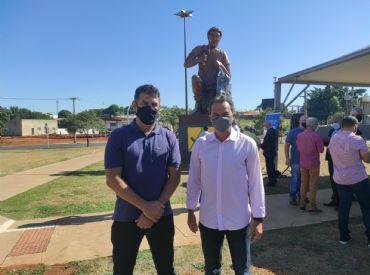 Beto Avelar prestigia entrega da restauração do monumento O Aprendiz