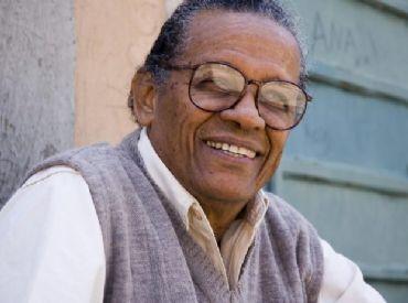 Sambista Elton Medeiros morre aos 89 anos